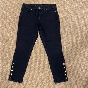 Skinny Ankle jeans with buttons at at bottom.